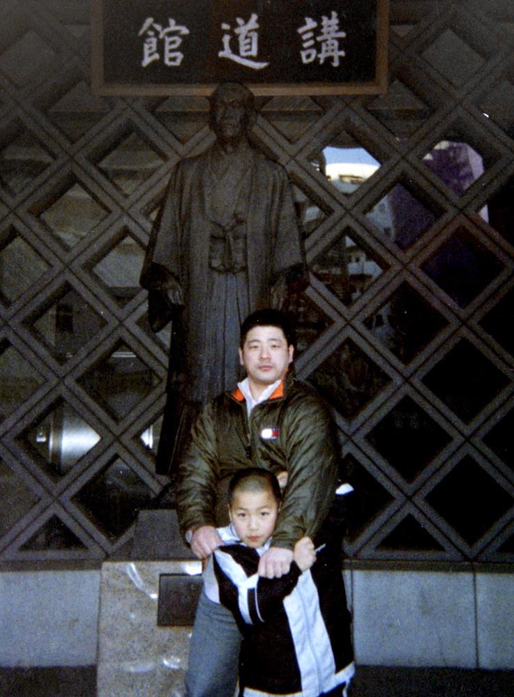 父親の安泰範さんと安昌林